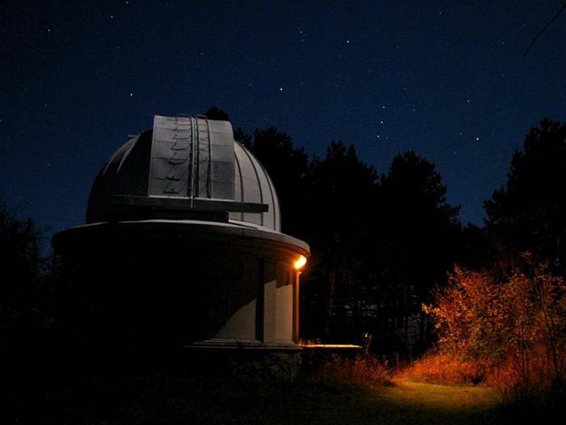 Башня телескопа ночью