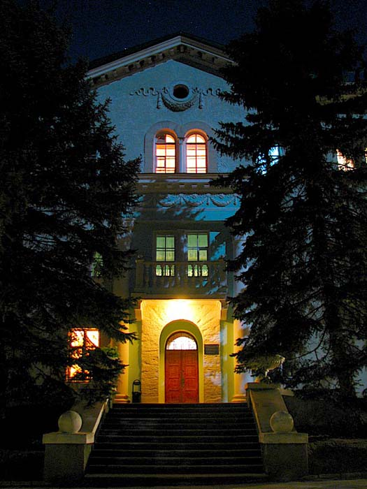 Гостиница в лунном свете