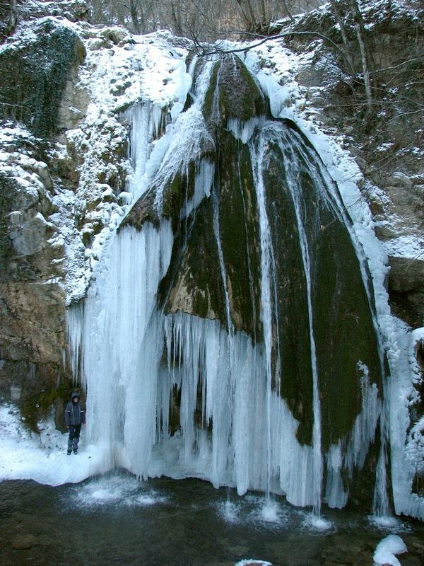 У водопада Джур-Джур
