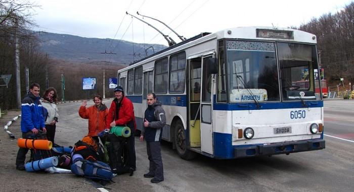 Выгружаемся из троллейбуса