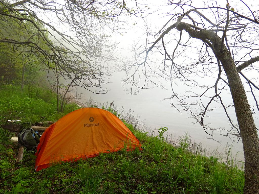 остров Русский, палатка Мармот